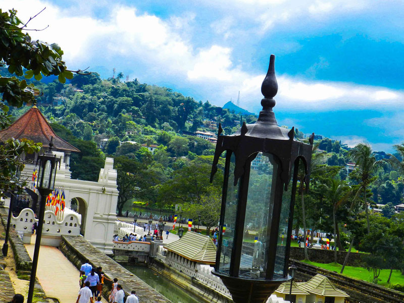 Kandy City Tour -  City Tours in Kandy, Sri Lanka - Explore Kandy town with a lady guide, Sri Lanka - Things to do in Kandy, Experiences in Kandy - Kandy Tours - Cultural Tours in Kandy