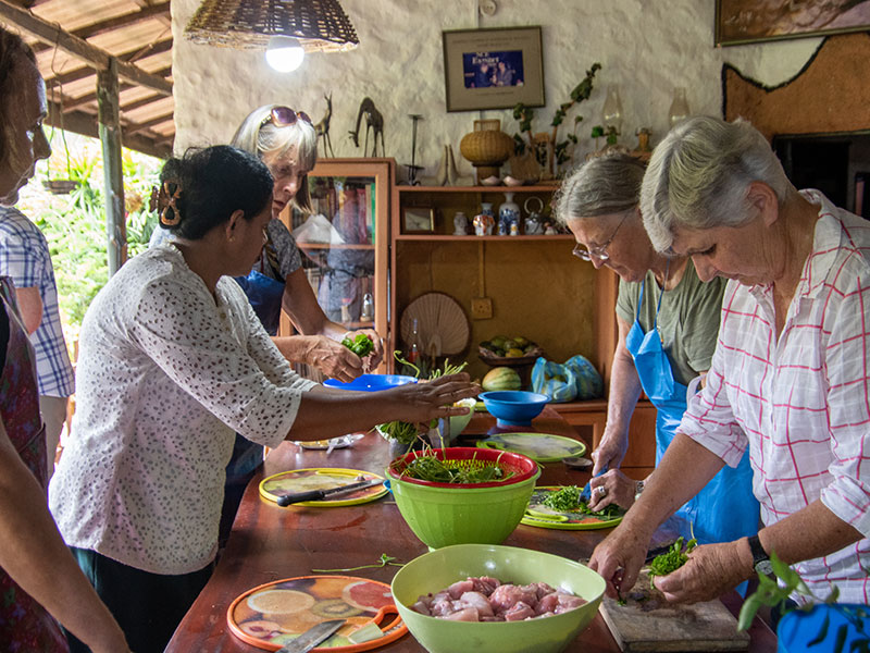 Sri Lanka cooking demonstration, Sri Lanka food tours, Learn how to cook a Sri Lankan meal