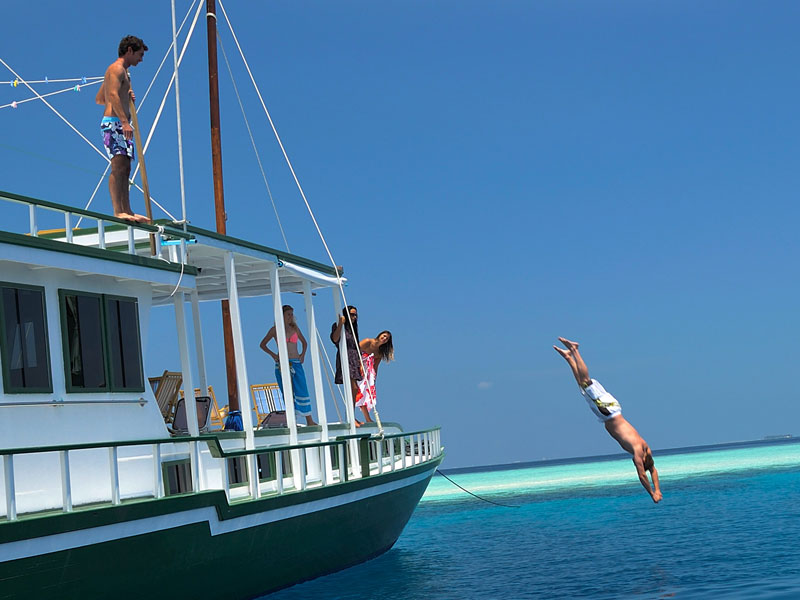 Island Hopping Sailing Tours in Maldives to Uninhabited Islands
